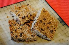 Recipes for lactation granola bars - food to stimulate breast milk production. Lactation diet recipe with banana, dried cranberry, peanut butter and more. Healthy Protein Snacks, Healthy Recipes, Healthy Shakes, Healthy Breakfasts, High Protein, Vegetarian Recipes, Homemade Granola Bars, Snacks Homemade, Oat Bars