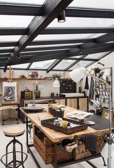 Garage Art Studio, Art Studio At Home, Tiny Studio, Studio Studio, Art Studio Spaces, Art Studio Design, Bar Design, Design Art, Art Studio Decor