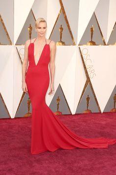 Quais foram os melhores looks do Oscar - Oscar's dresses - Oscars - Oscar 2016 - red carpet - party dress - Charlize Theron Sexy Dresses, Oscar Dresses, Beautiful Dresses, Nice Dresses, Prom Dresses, Long Dresses, Evening Dresses, Charlize Theron, Vestidos Oscar