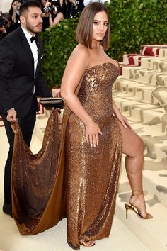 Ashley Graham wearing Prabal Gurung at the 2018 Met Gala Big Girl Fashion, Curvy Fashion, Plus Size Fashion, Dark Fashion, Petite Fashion, Ladies Fashion, Style Fashion, Shirred Dress, Belted Dress