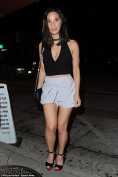 Olivia Munn shows off legs and cleavage in silky shorts and halter top Olivia Munn, Great Legs, Beautiful Legs, Libra, Hot Brunette, Gym Tops, Hollywood Actresses, Beauty Women, Celebs