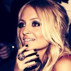 nicole richie, smokey dramatic eyes & black nail polish