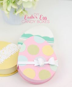 Do you remember these? The technique can pretty much be applied to any shape so I thought I'd give you a walkthrough on how to create a cute candy box in the shape of an easter egg. Doesn't get much s
