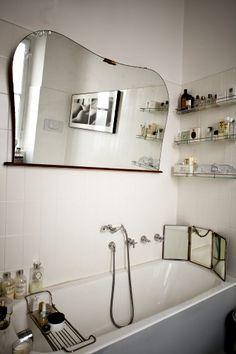 Lo specchio anche il bagno