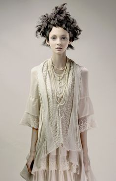 love the lace and pearls