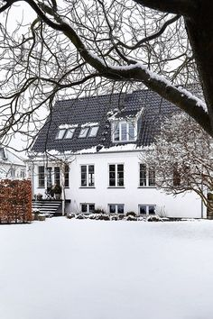 The family fell head over heels in love with the house as soon as they saw it. Facade House, Christmas Time, Exterior, Mansions, Beautiful, House Styles, Outdoor, Inspiration, Bob