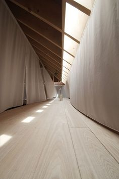 "roomonfire-good-design: "" Translucent curtains surround a mezzanine tea room in the heart of this home, designed by Katsutoshi Sasaki + Associates for a retired couple in Japan's Aichi Prefecture. A As Architecture, Japanese Architecture, Architecture Interiors, Fashion Architecture, Futuristic Architecture, House Interiors, Interior And Exterior, Interior Design, Japanese Interior"