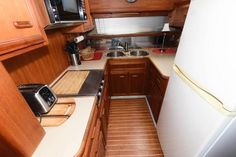 Used 1986 Carver 4207 Aft Cabin Motoryacht, 21220 Middle River - Boat Trader Middle River, Heat Exchanger, Yacht For Sale, Power Boats, Bath Caddy, Teak, The Unit, Cabin, Interior