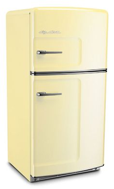 Retro style ice-box from Big Chill Fridge. So many colors to choose from. Vintage Refrigerator, Retro Fridge, Vintage Fridge, Modern Refrigerators, Retro Appliances, Kitchen Appliances, Look Retro, Retro Style, Pasta