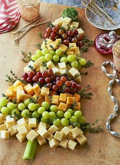 22 Recipes for Appetizers and Party Food, So Many Yummy Things! It's Written on the Wall: Holiday (Christmas) Appetizers-Party Food So Many Yummy Things! Christmas Snacks, Xmas Food, Christmas Brunch, Christmas Cooking, Holiday Treats, Holiday Recipes, Christmas Holidays, Christmas Decorations, Christmas Cheese