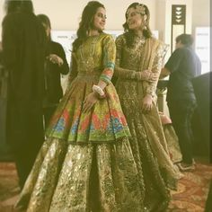 48213050 Pakistani Designer Dress Cost And Where To Buy Them In India? Shadi Dresses, Pakistani Formal Dresses, Pakistani Wedding Outfits, Pakistani Dress Design, Bridal Outfits, Indian Dresses, Pakistani Gharara, Pakistani Mehndi Dress, Pakistani Actress