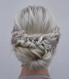 Curly Loose Updo Wedding hairstyles for thin hair should work with your locks, not fight against them. Her hairdo elegantly sweeps the length of her hair into a low curly bun. Elegant Wedding Hair, Elegant Bride, Wedding Hair And Makeup, Wedding Updo, Perfect Wedding, Chic Wedding, Luxury Wedding, Wedding Gifts, Trendy Wedding
