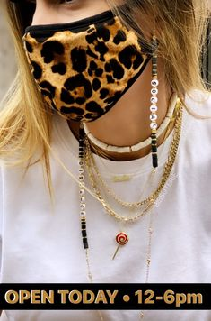 Cute Jewelry, Beaded Jewelry, Beaded Bracelets, Pulseras Kandi, Fashion Jewelry Stores, Bracelet Crafts, How To Make Necklaces, Diy Mask, Fashion Face Mask