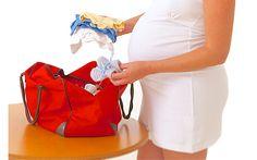 Список вещей в роддом http://sovjen.ru/spisok-veshhey-v-roddom  Наверное, каждая будущая мама готовится к появлению малыша заранее, покупая ему красивую и практичную одежду и предметы первой необходимости. К отправлению в роддом тоже нужно быть готовой, и существует определенный список вещей, которые необходимо иметь при себе, поступая в родильное отделение. К наступлению 32-ой недели беременности, сумка со списком вещей в роддом должна быть полностью ...
