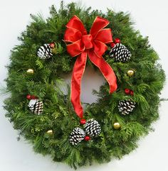live christmas wreaths | crafted, heavy, floral quality, fancy Designer live Christmas wreath ...