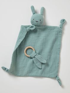 Doudou lange + hochet rond vert – Livré dans un pochon en lange, ce joli doudou… Doudou lange + green round rattle – Comes in a lange pouch, this pretty blanket with a round rattle makes a great birth gift! In his company baby will feel flushed Sewing Machine Projects, Sewing Projects For Kids, Baby Toys, Easy Baby Sewing Patterns, Animal Sewing Patterns, Dou Dou, Christmas Sewing Projects, Sewing Kids Clothes, Babies Clothes