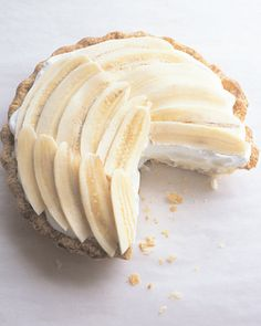"For a sweet, billowy dessert, try Martha Stewart's banana cream pie recipe. This delicious banana cream pie recipe is adapted from ""Martha Stewart's Baking Handbook,"" and it is one of Martha's favorite recipes because it's pure banana and pure cream. Dessert Aux Fruits, Pie Dessert, Dessert Recipes, Drink Recipes, Slow Cooker Desserts, Just Desserts, Delicious Desserts, Yummy Food, Lemon Desserts"