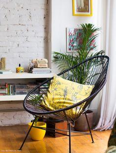 Um apê sem barreiras Living Room Chairs, Home Living Room, Living Room Decor, Bedroom Decor, Colorful Furniture, Cool Furniture, Furniture Design, Interior Design Courses Online, Commercial Interior Design