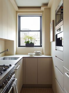 Don't underestimate your galley. Within that tight space, you can turn it into a stylish galley kitchen. This can be your master or secondary kitchen for your house. Read Stunning Galley Kitchen Ideas 2020 (For Stylish Kitchen) Galley Style Kitchen, Kitchen Design Open, Galley Kitchens, Narrow Kitchen, Mini Kitchen, Kitchen Sets, Luxury Kitchens, Home Kitchens, Little Kitchen