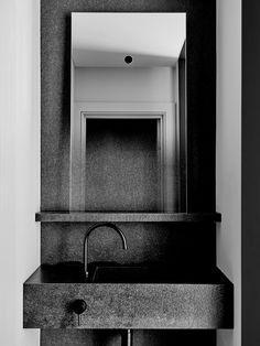 East Melbourne Residence by Flack Studio Photography: Brooke Holm Art Direction: Marsha Golemac Australian Interior Design, Interior Design Awards, Cheap Bathrooms, Small Bathroom, Modern Bathrooms, Flack Studio, Back To Nature, Bathroom Toilets, Bathroom Sinks