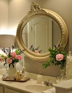 26 Refined Décor Ideas For A Vintage Bathroom  Read more: http://www.digsdigs.com/26-refined-decor-ideas-for-a-vintage-bathroom/#ixzz360dhsmff