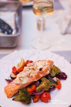 Ibland så vill man bara ha något enkelt! Då gör jag nästan alltid lax i ugn. Det går snabbt och resultatet blir… Lunch Recipes, Healthy Recipes, Healthy Food, Food Inspiration, Love Food, Meal Prep, Foodies, Salmon, Seafood