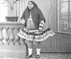 عصمت الدوله دختر ناصرالدین شاه. در زمان قاجار چاقی یکی از ملاکهای زیبایی و دلربایی زن به شمار میرفت. سال 1875
