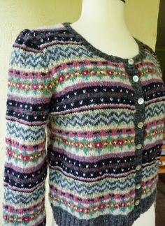 Yellow, Pink and Sparkly: Kate - Fair Isle Cardigan = free pattern Fair Isle Knitting Patterns, Fair Isle Pattern, Knit Patterns, Fair Isle Pullover, Fair Isles, Pulls, Free Knitting, Free Pattern, Couture