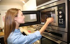 Cooking with Only a Microwave - Home Food Safety. Article is specifically aimed at college students, but applies to anyone with a microwave. Microwave Oven Combo, Microwave Recipes, Oven Recipes, Cooking 101, Healthy Cooking, Healthy Food, Microwave Plastic, Power Breakfast, Eat Breakfast