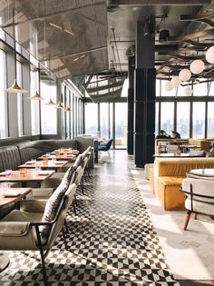 Gorgeous Lounge Bar Rooftop Design You Will Love - Boffo Interior Design Bar Restaurant, Restaurant Seating, Hotel Restaurant, Restaurant Vintage, Restaurant Furniture, Restaurant Ideas, Design Commercial, Commercial Interiors, Brooklyn Hotels