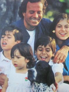 Enrique Iglesias And Sisters