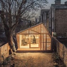 Hidden at the bottom of a London garden, this glowing shed by British studio Weston, Surman & Deane was designed as a writing retreat for an author Backyard Office, Backyard Retreat, Modern Backyard, Backyard Cottage, Backyard Studio, Garden Office, Home Office, Espace Design, Cabinet D Architecture
