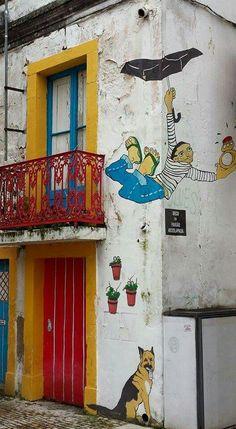 Beco da Paixão Assolapada, em Alcobaça (love the name: Head over Wheels backstreet)