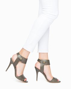sexy heels in olive leather!