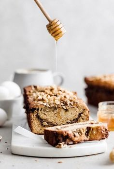 cinnamon swirl brown butter banana bread This classic banana bread is deliciously soft and sweet, made with brown butter, a buttery cinnamon swirl, and topped with toasted nuts. Baking Recipes, Cake Recipes, Dessert Recipes, Desserts, Potluck Recipes, Gluten Free Banana Bread, Banana Bread Recipes, Brunch, Gateaux Cake
