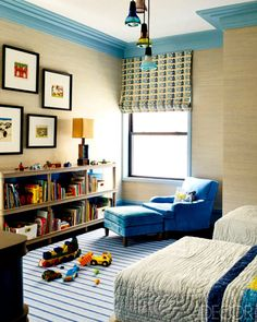 love the blue molding and textured walls.