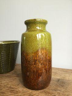Green and Brown Retro Scheurich Vase 213-20 - Vintage door ChrisVintageStyle op Etsy