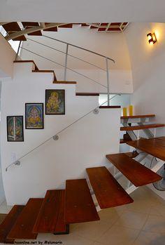 Detalhe das escadas (são três andares) #imoveiscaragua