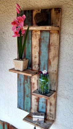 Pallet Shelves Projects Creative DIY Furniture Projects You Can Do For Your Home Wall Pallet Shelve Pallet Crafts, Diy Pallet Projects, Home Projects, Diy Crafts, Old Wood Projects, Pallet Patio Furniture, Furniture Projects, Diy Furniture, Bedroom Furniture