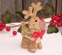 décoration noel, cerf en bouchons, branches rouges