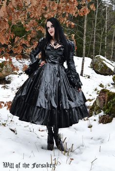 Best Picture For basic clothes for women For Your Taste You are looking for something, and it is going to tell you exactly what you are looking for, and you didn't find that picture. Gothic Girls, The Dress, Dress Skirt, Goth Beauty, Maid Dress, Legging, Basic Outfits, Models, Satin Dresses