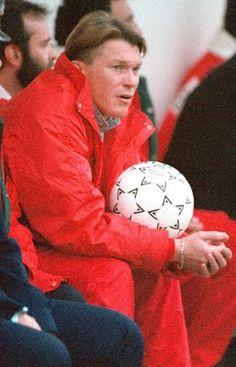 Oleg Vladimirovih Blokhin (or Oleh Volodymyrovych Blokhin). Kyiv. Ukraine. (05/11/1952). Προπονητής. (01/06/1990-24/01/1993). Soccer Ball, Ukraine, History, Sports, Hs Sports, Historia, European Football, European Soccer, Soccer
