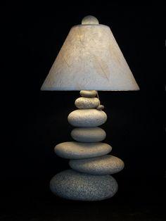 Maine in pila lampada roccia pietra equilibrio di mainerockguy