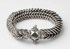 Pakistani Anklet, Kangran made of silver. Silver or white metal chain with loops linking on the inner side circa 1853.