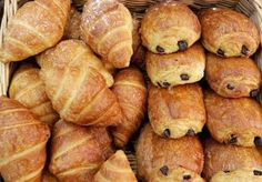 You Have to See These Incredible Kit Kat-Stuffed Croissants From Japan French Croissant, Types Of Desserts, Cheese Biscuits, Of Montreal, Chocolate Recipes, Homemade Chocolate, Afternoon Tea, New Recipes, Favorite Recipes