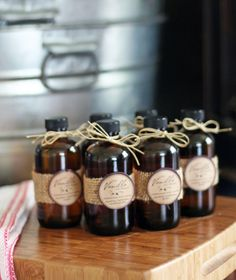 Free printable tags for making Homemade Vanilla Extract. Would make a wonderful homemade Christmas gift. #homemade
