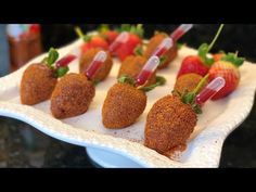 Mexican Snacks, Mexican Candy, Mexican Dessert Recipes, Chocolate Covered Treats, Chocolate Dipped Strawberries, Strawberry Dip, Strawberry Recipes, Chamoy Apples, Delicious Desserts