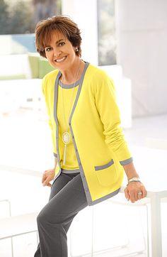 """""""Kennst du das Land, wo die Zitronen blühen?"""", das fragte einst schon Johann Wolfgang von Goethe. Paola verrät uns ihre Lieblingsfarbe des Sommers – fruchtig frisches Zitronengelb. Erfahren Sie wie auch Sie in dieser Farbe erstrahlen können: http://www.klingel.de/magazin/mode/paolas-juli-outfit/ #Mode"""