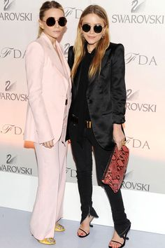 The Style Evolution of Mary-Kate & Ashley Olsen Mary Kate Ashley, Mary Kate Olsen, Elizabeth Olsen, Blazer Jeans, Look Blazer, Ashley Olsen Style, Olsen Twins Style, Johannes Huebl, Olsen Fashion