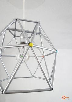 Ohoh deco - DIY and sewing for your house Outdoor Light Fixtures, Outdoor Lighting, Lighting Ideas, Diy Luz, Luminaria Diy, Diy Straw, Geometric Lamp, Deco Luminaire, Diy Chandelier